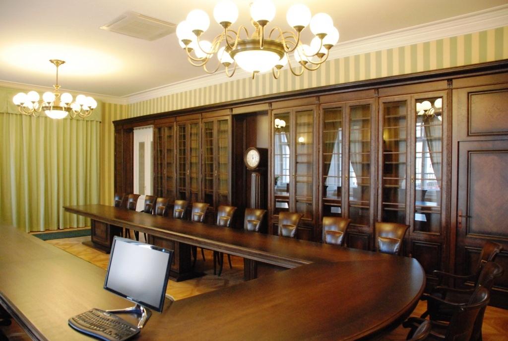 Nábytek na zakázku - Kuchyně, Atypické interiéry a Dýhovaný nábytek